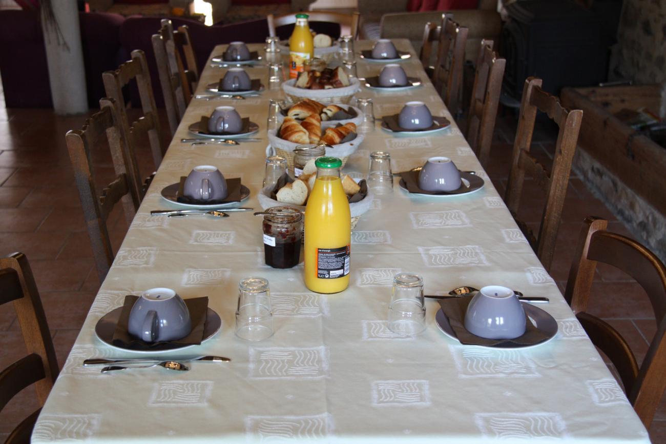 4uw_Grange_de_la_Ferdiere_Breakfast.jpg