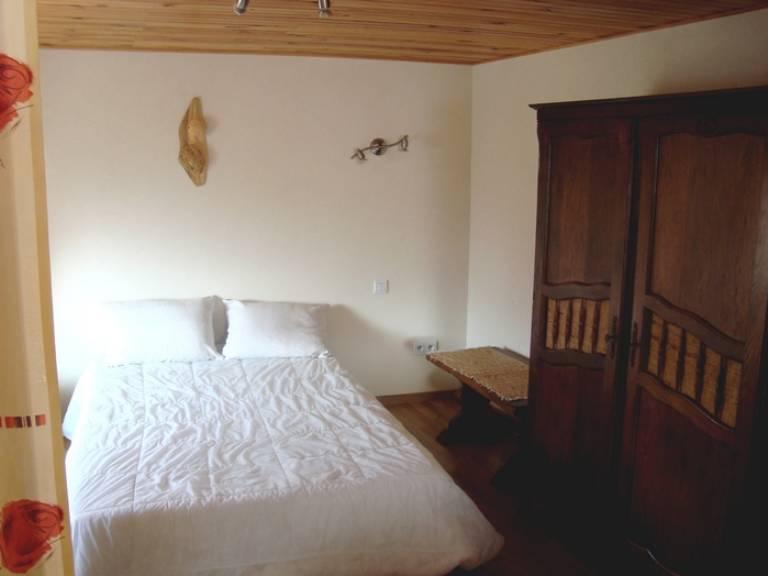 hInJ4La-chambre-a-coucher.JPG