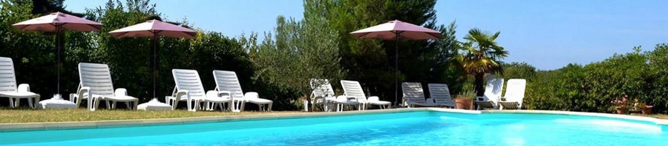hcj_gite-carcassonne-piscine-avec-parasols.jpg