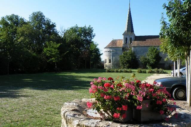 vicq-parc-de-l-eglise3.jpg
